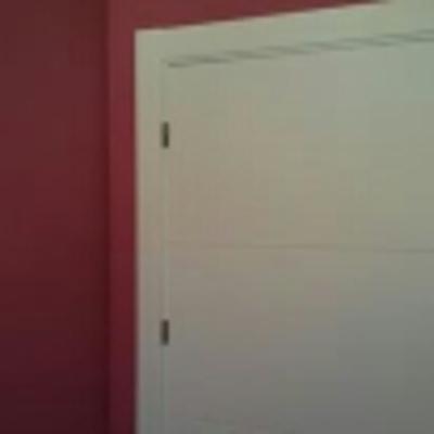 aplicacion de pintura a color y lacado de puerta