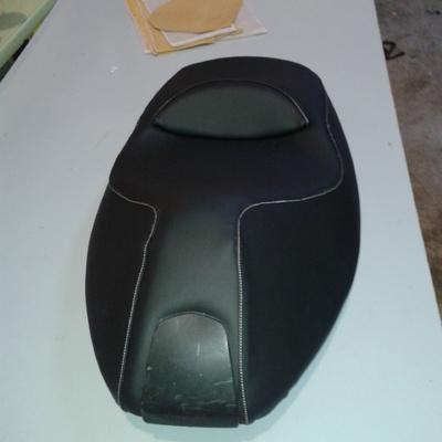 asiento moto tapizado en piel sintética especial