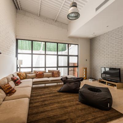 Salón zona TV de estilo industrial | Sincro