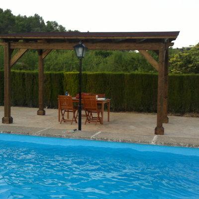pergola cenador en piscina