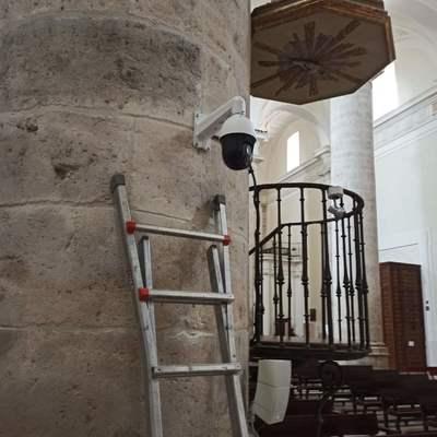 Domo motorizada en catedral