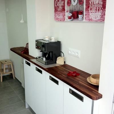 Cocina con sobre de madera maciza
