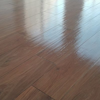 Pavimento porcelánico imitación de madera