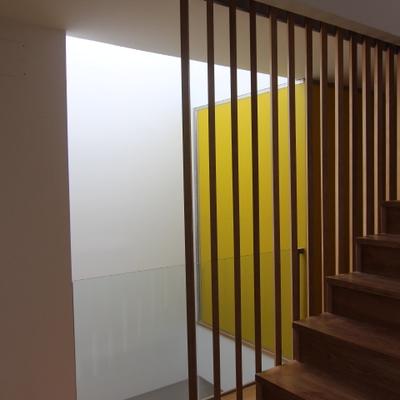 Baño pared vidrio amarillo Sevilla