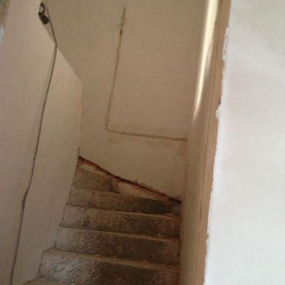 imagen de la escalera antes de comenzar los trabajos