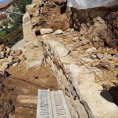 base de piedra muro de carga