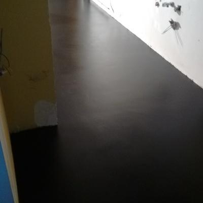 Suelo negro acabados en poliuretano