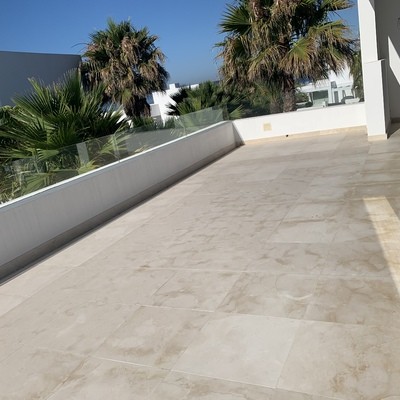 Colocación de suelo de la terraza