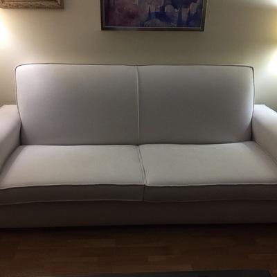 Sofá tapizado en tela antimanchas