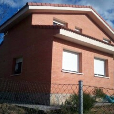 CONSTRUCCIÓN DE VIVIENDA UNIFAMILIAR  180 M2
