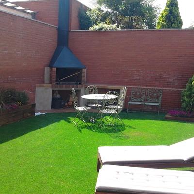 Patio de jardín interior sostenible.
