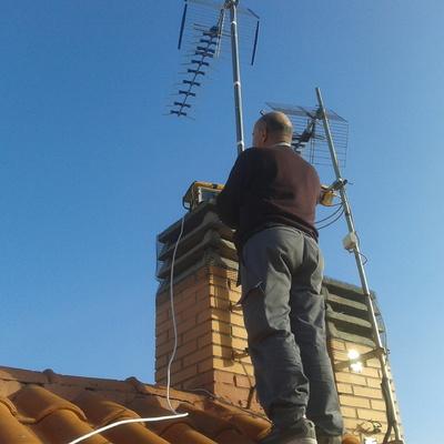 Reparación de antena.
