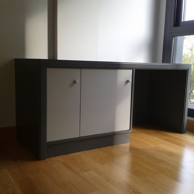 Mesa con armario