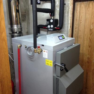 Instalación de caldera de leña en un albergue, para calentar una superficie de 500m2.