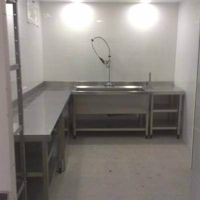 Zona de lavado en cocina industrial