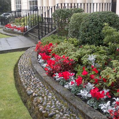 Perfilado perfecto en jardineras y parterres de lujo