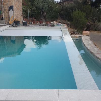 piscina desbordante con cubierta de automatica