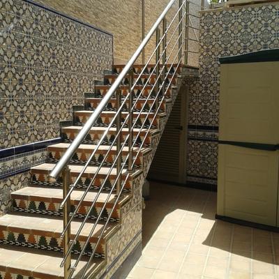 pasamanos de escalera totalmente de aluminio en color inox