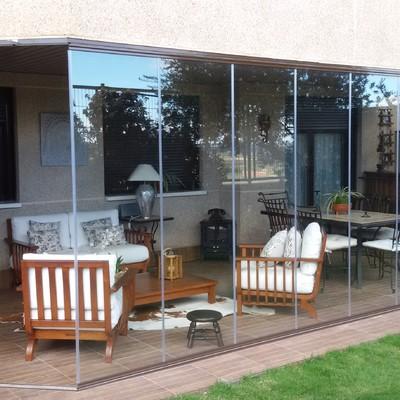 Instalación de Cortinas de Cristal en un Porche de un Cliente Particular