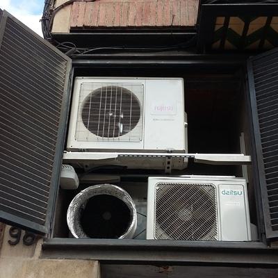 Sala de condensadores con soportación a medida y caudales conducidos