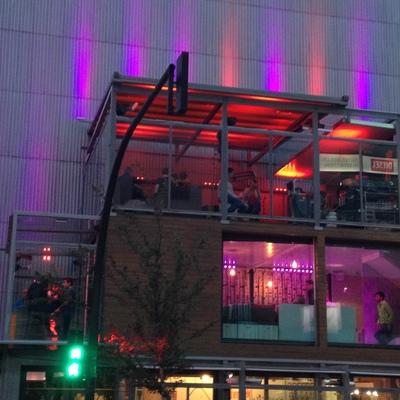 Iluminación LED RGB de edificio comercial en Escaldes-Andorra