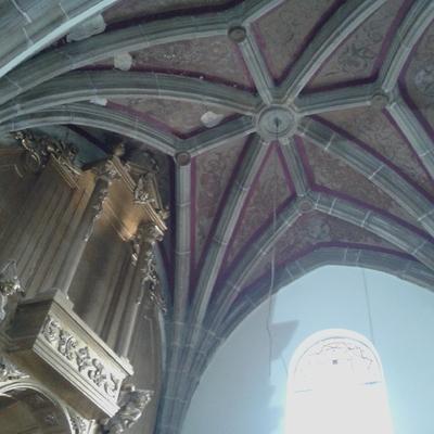 recuperacion de pinturas antiguas de una iglesia.