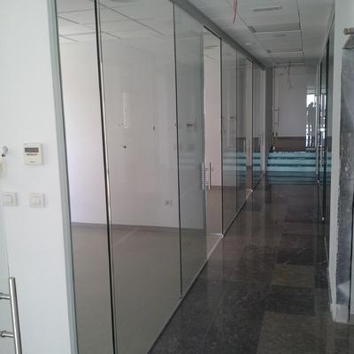 MAMPARAS DE OFICINA DE VIDRIO