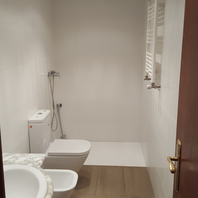 Reforma de baño con radiador toallero