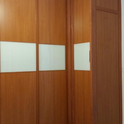 """Armario en """"L"""" ---combinación de puertas correderas y abatibles"""