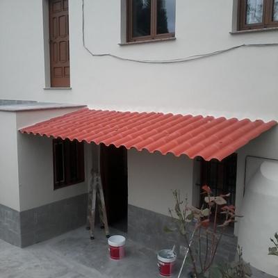 Colocación de tejadillo y pintura fachada.