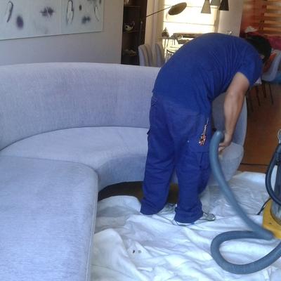 Limpieza y desmanchado de sofás