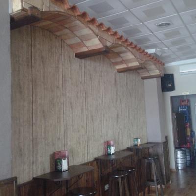 Decoracion de interior de un bar.
