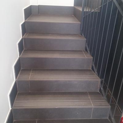 escaleras interior portal