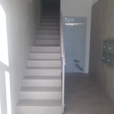 escaleras portal 3 y rellano