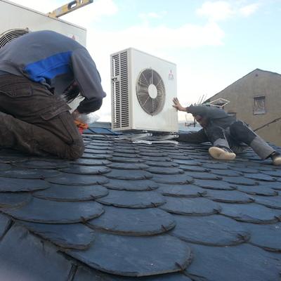 Instalacion aires en tejado pizarra