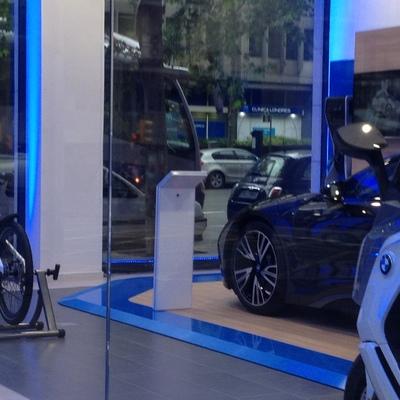 Iluminación LED decorativa en tienda BMW (Barcelona)