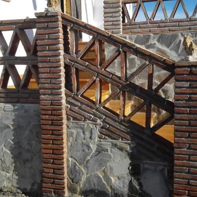 Escaleras con balaustrada rústica