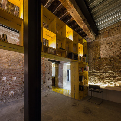 Mueble-estantería reciclada en Estudio de Arquitectura CUAC y diseño 2041 en San Jerónimo 17