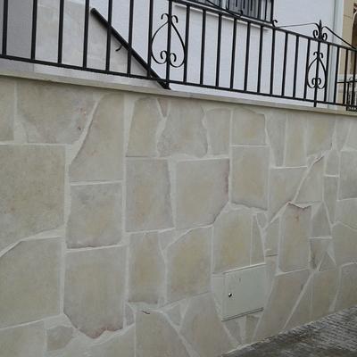 Revestimiento con cacheado piedra de Colmenar.