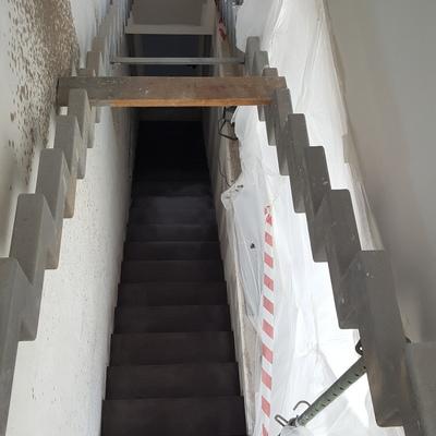 Escaleras microcemento color negro