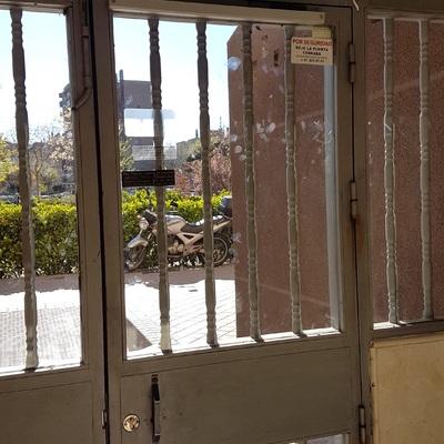 puerta abatible peatonal