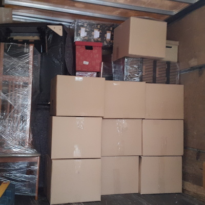 Colocación de las cajas en el camion