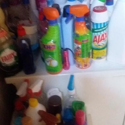 Más de 100. Producto de limpieza .