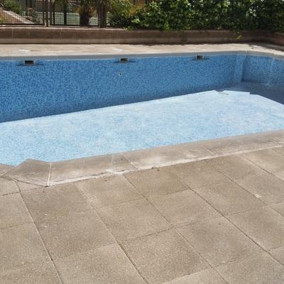 Preparación de vaso de piscina a impermeabilizar.