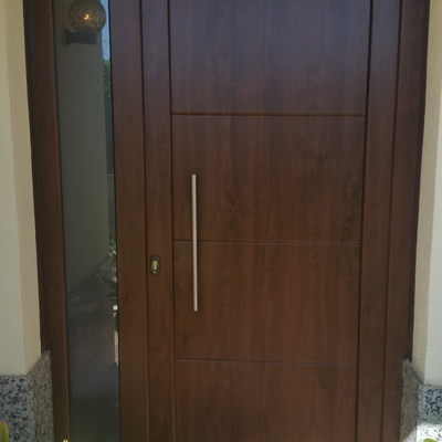 Puerta De pvc Nogal
