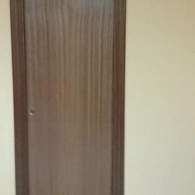 Pared de pladur con puerta zona derecha pintada.