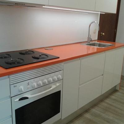 encimera de formica naranja