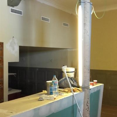 Pintar y empapelar restaurante