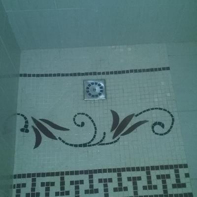 Plato ducha artesanal de mosaico.
