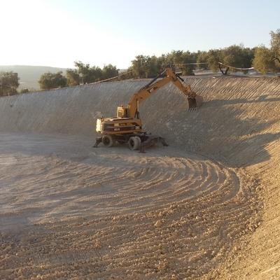 Excavacíon embalse metalico